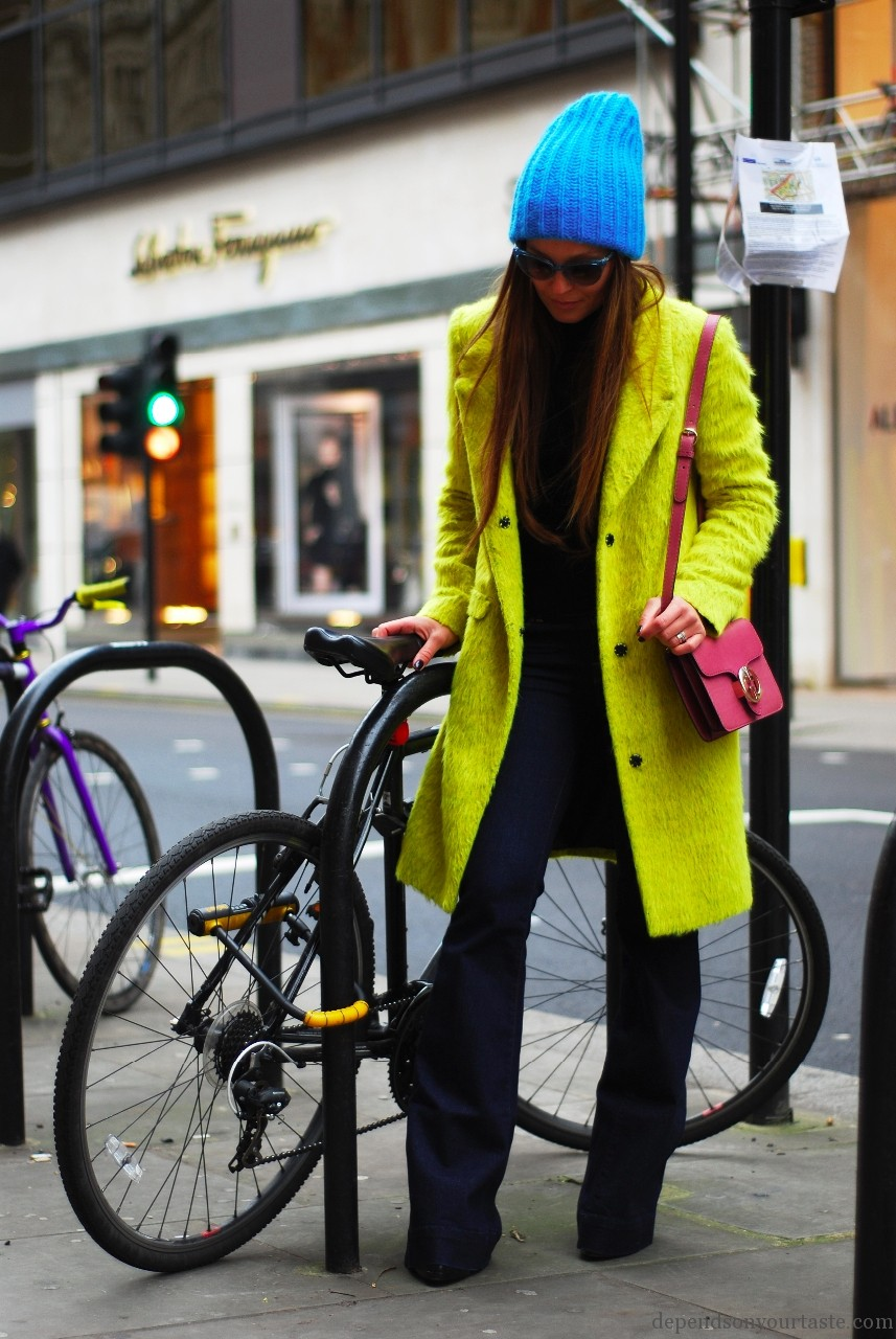 yellow topshop coat, blue topshop hat , dior vintage sunglasses , street style, sloane street , styling wioletta walas pictures aga biegluk