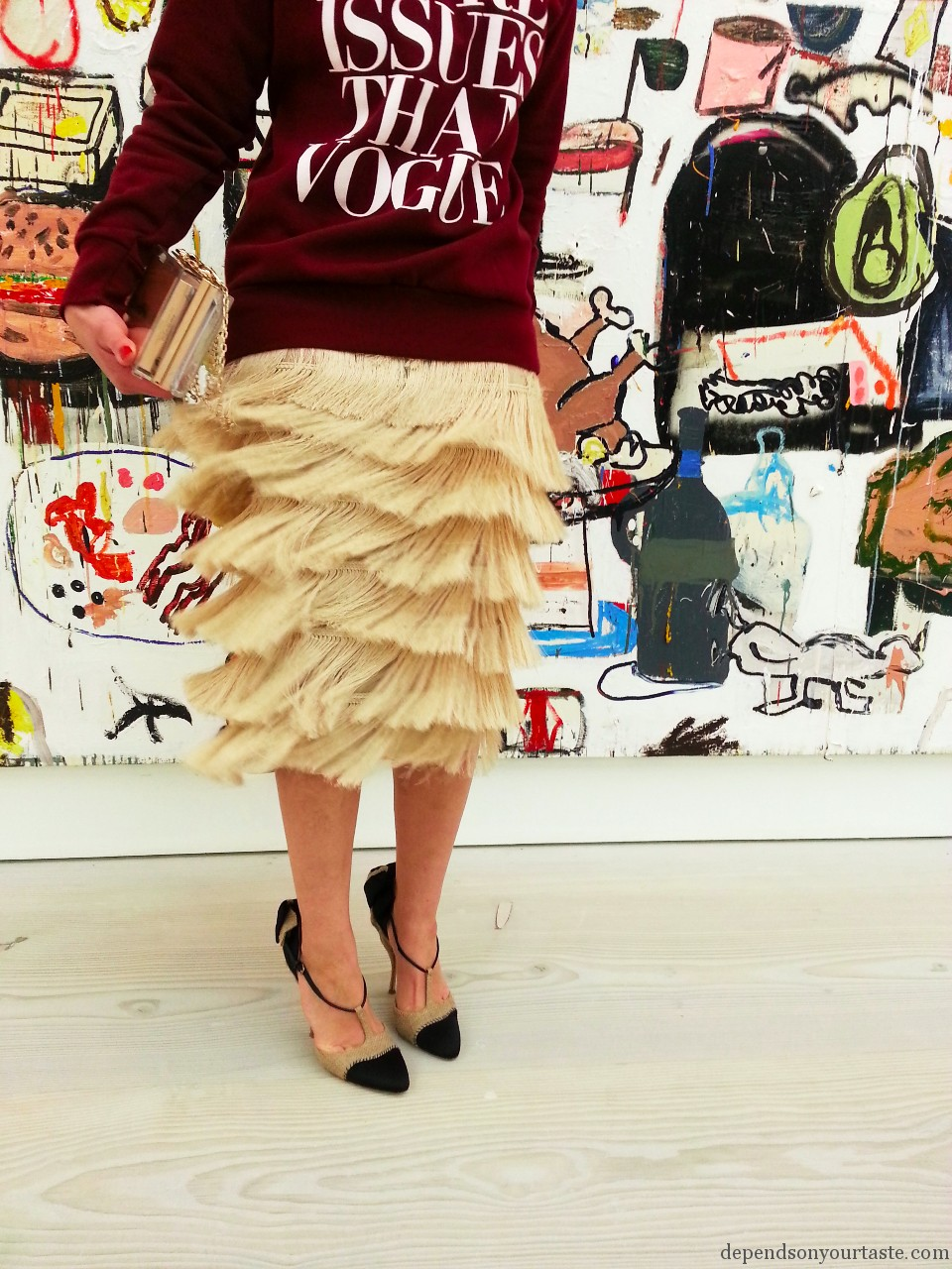 saatchi gallery london fashion shoot, photography aga biegluk, styling wioletta walas ,fashion and art, fringe skirt , hm trend pencil beige skirt, more issues than vogue,,
