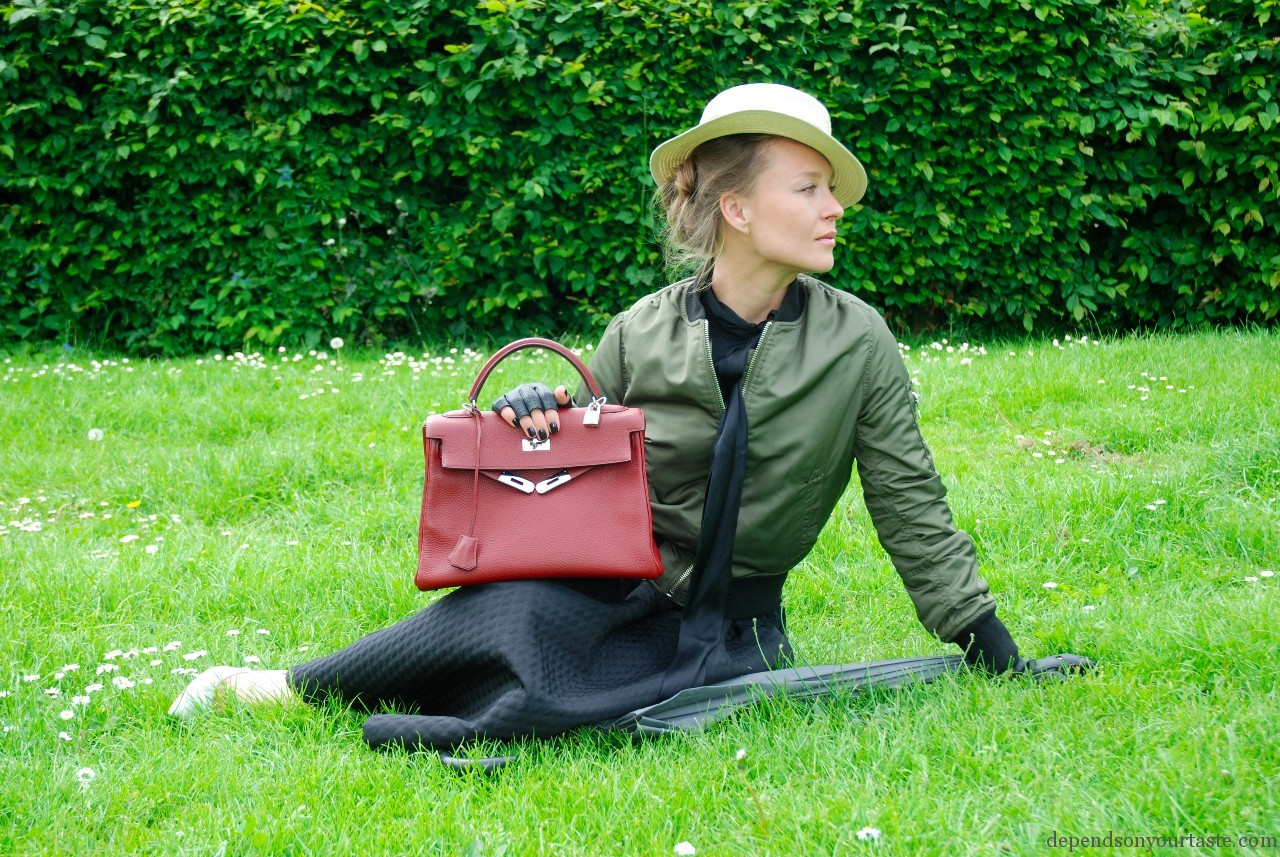 trend to watch , red hermes kelly bag , bomber jacket, trends 2015, military bomber jacke womens , bomer jacket topshop,hm big skirt , hm black skirt, fashion street style london, depends on your taste, styling wioletta walas , photography aga biegluk, high street fashion,canotier hat, boating hat , french style,coco chanel, mary poppins, fashion story