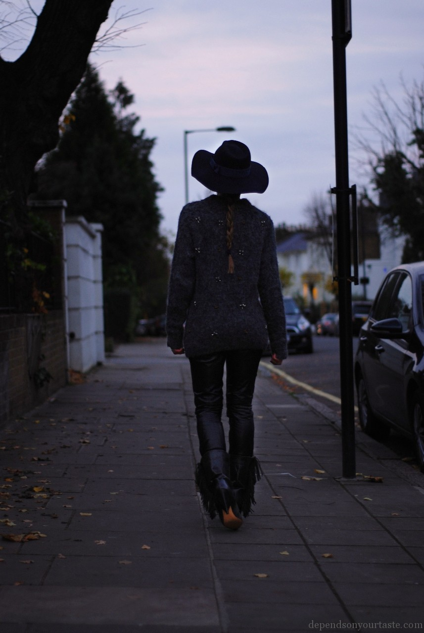 jumper whits stones Hm trend, leather trousers hm trend, navy hat christys british hat maker, boots isabel marant pour hm , styling Wioletta Walas, photography Aga Biegluk